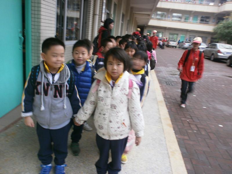 小学教师的学课堂:穿汉服给学生讲故事